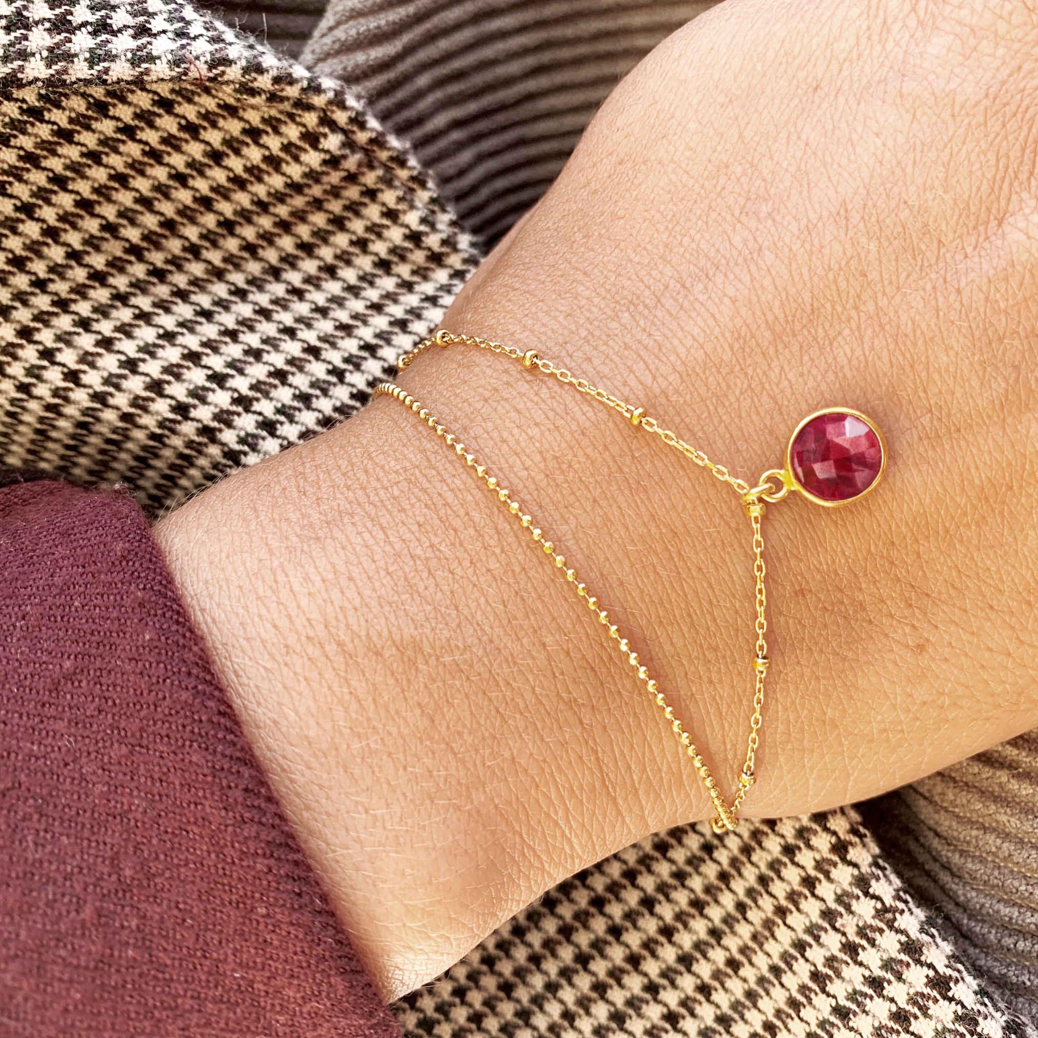 Armkette gold mit Rubin Stein monchic